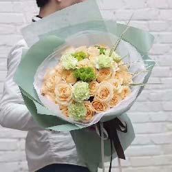 19枝香槟玫瑰/想与你牵手,相伴