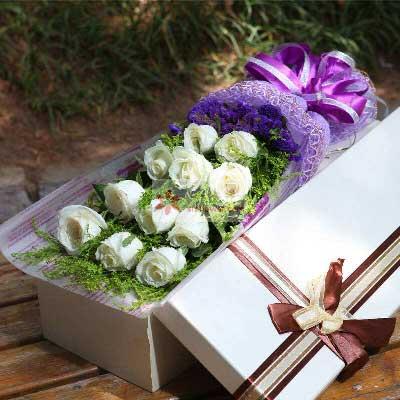 11朵白玫瑰礼盒,愿你我爱情天长地久
