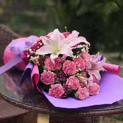 11朵粉康乃馨,春暖花开