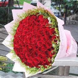 99朵红玫瑰,我的爱追随着你