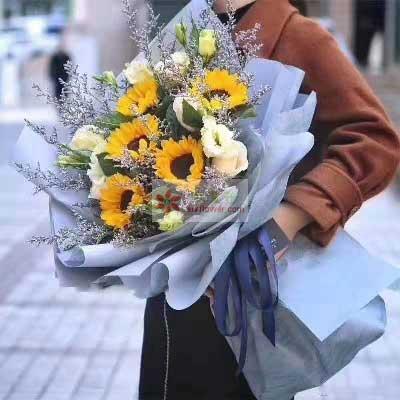 5朵向日葵,3朵香槟玫瑰/幸福与感动