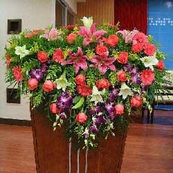 演讲台花,16朵粉玫瑰,6朵白百合