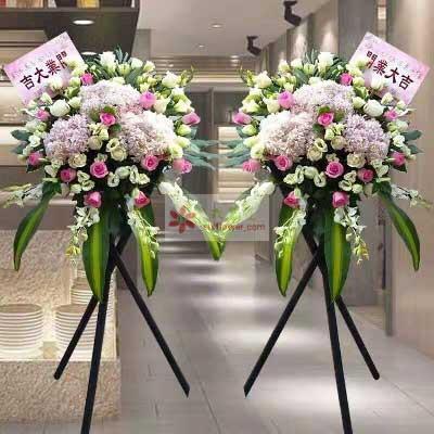 8朵香槟玫瑰,3朵粉色绣球花,三脚架花篮