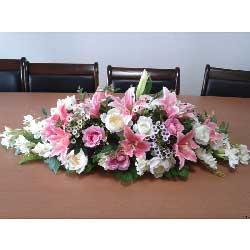 8朵粉百合,白玫瑰8朵,会议桌桌花