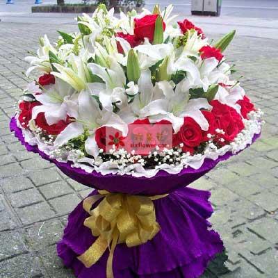 36朵红玫瑰,6支多头香水白百合,珍惜