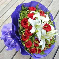 16朵红玫瑰,2支多头白色百合/你最珍贵