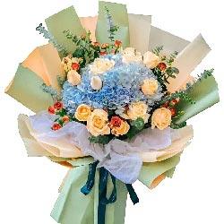 11朵香槟玫瑰,2朵蓝色绣球花,愿幸运幸福在你左右
