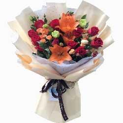 11朵红玫瑰,2支百合,护你一世长安