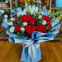 11朵红玫瑰,2支白色百合,幸幸福福每一秒