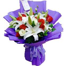 11朵红玫瑰,3支白色百合,今生相斯守