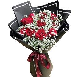 11朵红玫瑰,满天星丰满,你是我的归宿