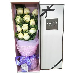 11朵白玫瑰礼盒,爱永葆新鲜与快乐