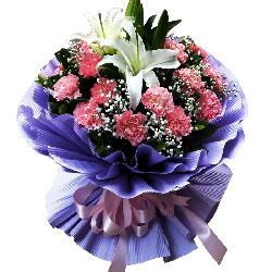 20朵粉色康乃馨,2支白色多头百合,人生依旧青春美丽
