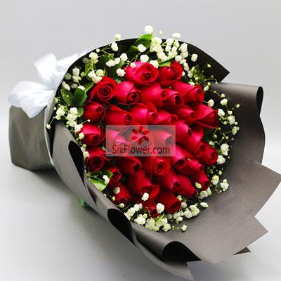 33朵红玫瑰,满天星搭配,牵挂的爱情花