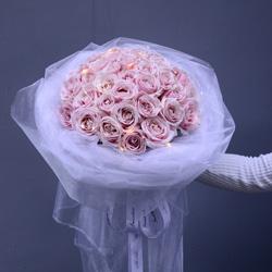 34朵戴安娜粉玫瑰,多姿多彩的爱情