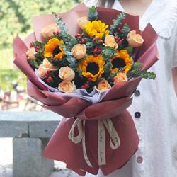4朵向日葵,12朵香槟玫瑰,人生的最强者