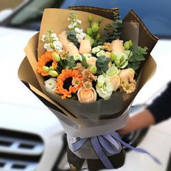 9朵香槟玫瑰,2朵向日葵,祝最亲爱的您幸福安康