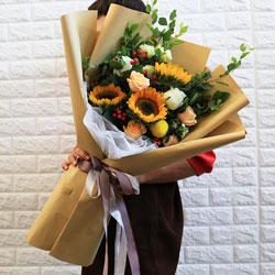 3朵向日葵,5朵香槟玫瑰,每天都有欢笑
