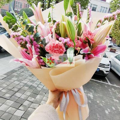 8支粉色多头百合,粉色相思梅丰满,愿你幸福到永恒