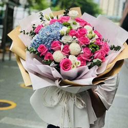 22朵桃红色玫瑰,4朵乒乓菊,思念你爱你