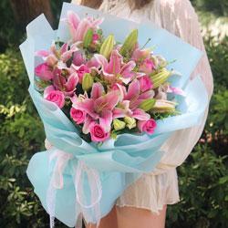 12朵桃红玫瑰,4支粉色多头百合,永不辜负