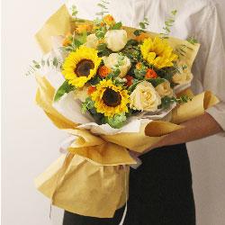 3朵向日葵,9朵香槟玫瑰,健康幸福
