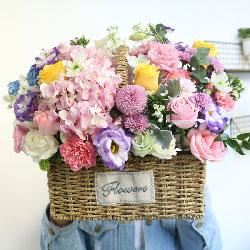 11朵粉玫瑰,桔梗绣球花,手提花篮,我向您说一声:谢谢