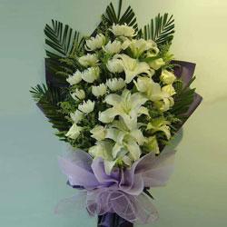 30朵白色菊花,6朵白色百合,最好的安慰