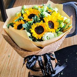 8朵向日葵,桔梗搭配,给你带来最愉悦的心情
