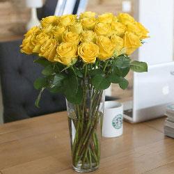 30朵黄玫瑰,瓶插花,好运和幸福