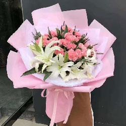 20朵粉色康乃馨,3支白色多头百合,您撑起了我的人生路