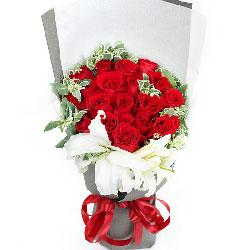 19朵红玫瑰,2支白色多头百合,美丽的你