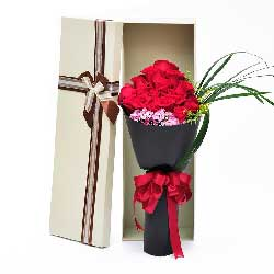 15朵红玫瑰,礼盒装,心为你伤