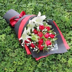 11朵红玫瑰,2支白色多头百合,我爱你一辈子不改变