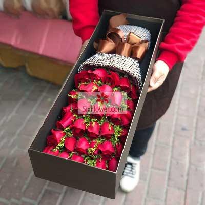 33朵红玫瑰,礼盒装,与你共度甜蜜的时光