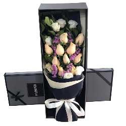 11朵香槟玫瑰,6朵桔梗花,相依相偎相眷相恋
