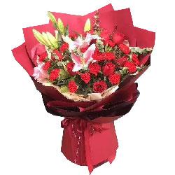 12朵红色康乃馨,9朵红玫瑰,祝您快乐又康健