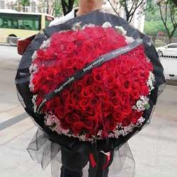99朵红玫瑰,黑色包装,我是真的爱你