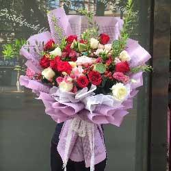 12朵红玫瑰,6朵白玫瑰,无限爱恋