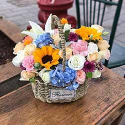 3朵向日葵,20朵玫瑰,精致花篮,只愿您快乐永相伴