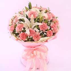 19朵粉色康乃馨,2支白色多头百合,快乐幸福