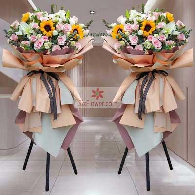 30朵粉玫瑰,6朵向日葵,三脚架开业花篮,祝你大展宏图