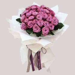 33朵紫玫瑰,浪漫的吻