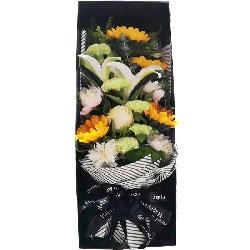4朵向日葵,4朵香槟玫瑰,礼盒装,祝福和思念之情