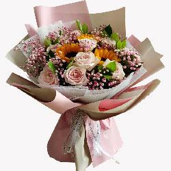 11朵粉玫瑰,3朵向日葵,爱情美满事业蜜