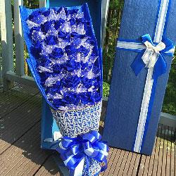 33朵蓝玫瑰礼盒,爱是海空天空的遨游