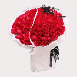 99朵红玫瑰,温馨的爱与常伴