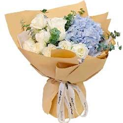 11朵白玫瑰绣球花,爱你义无反顾