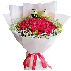 19朵红玫瑰满天星黄英搭配,茫茫人海有你
