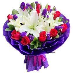 12朵红玫瑰白色多头百合,今生今世在一起